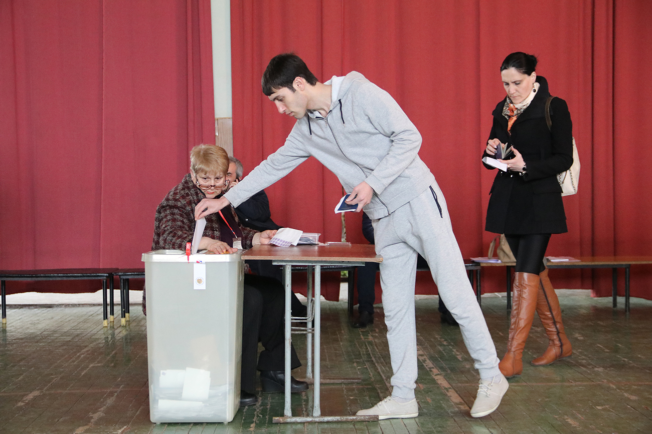Armenia election voter