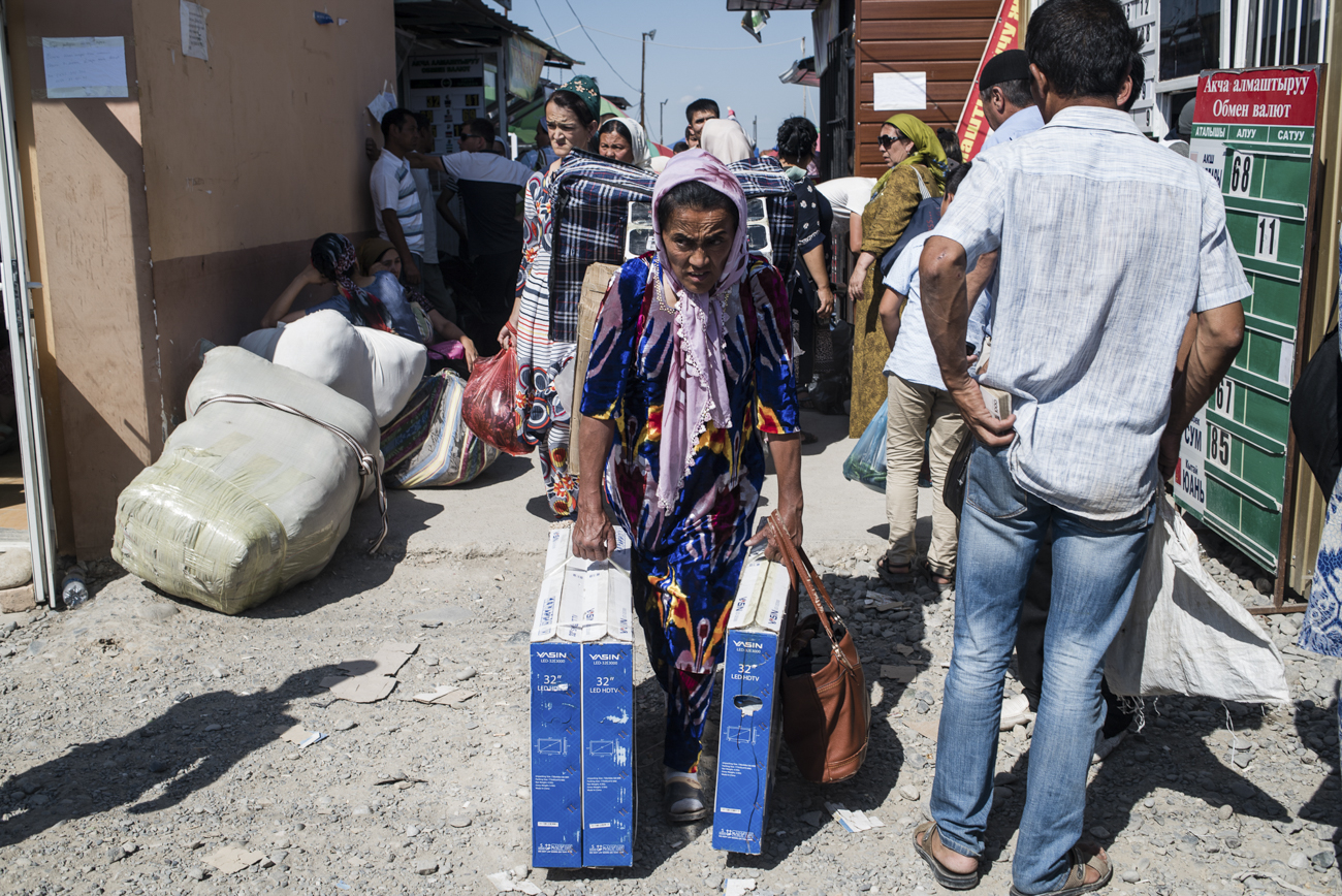 A woman carrying goods at the Dostuk border crossing.