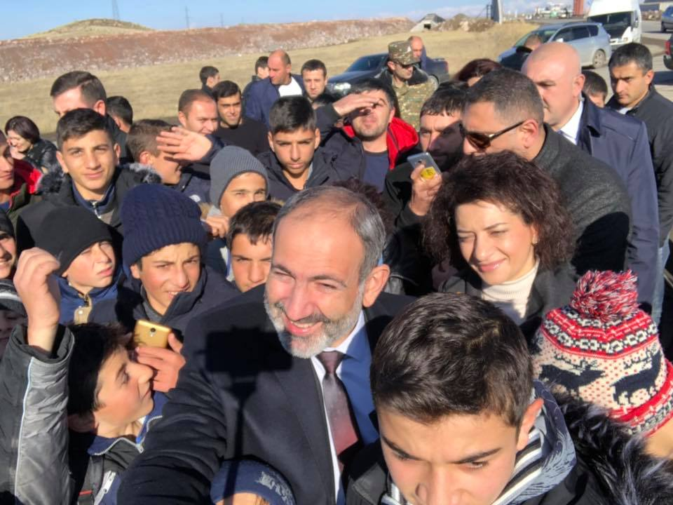 Pashinyan and children