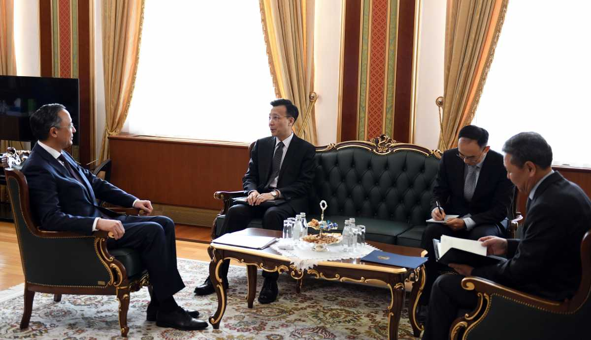 Kazakhstan's Foreign Minister Kairat Abdrakhmanov, far left, meeting with China's Ambassador Zhang Xiao, second from left. (Photo: Kazakhstan Foreign Ministry)