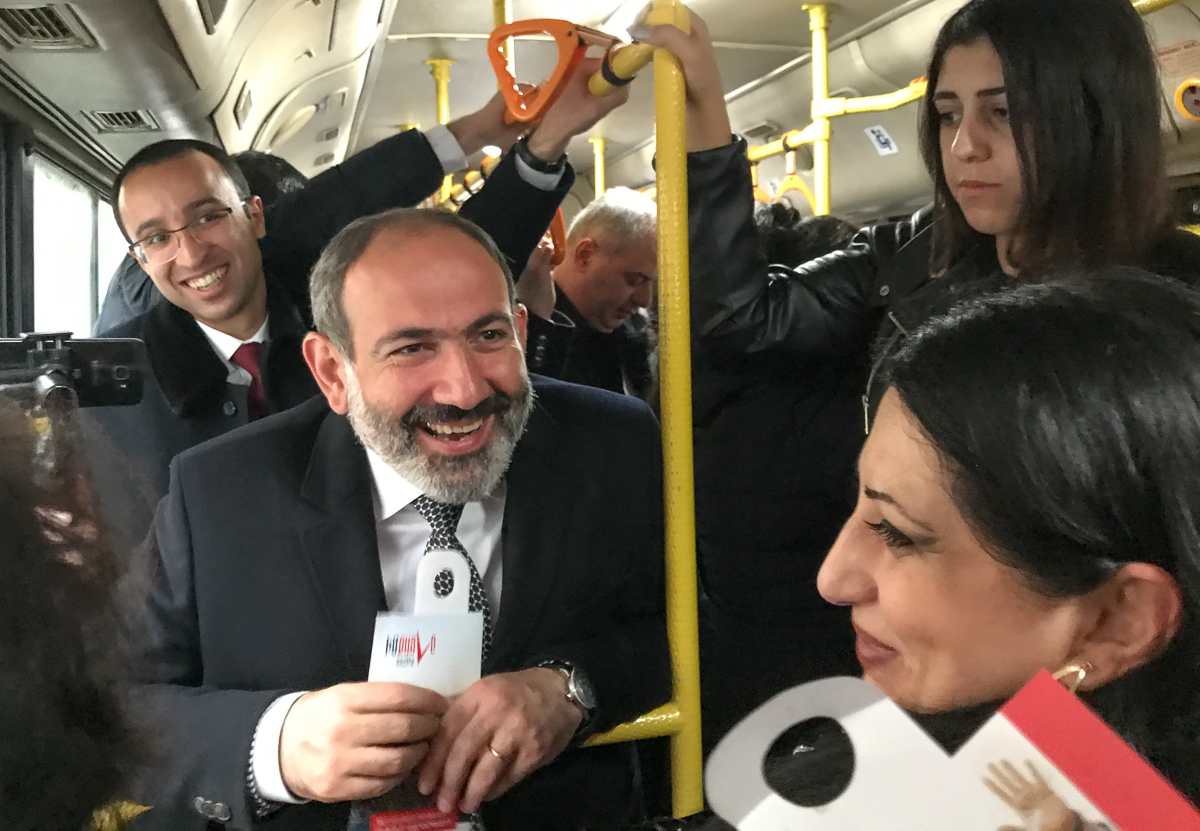 Pashinyan returns to his office by city bus