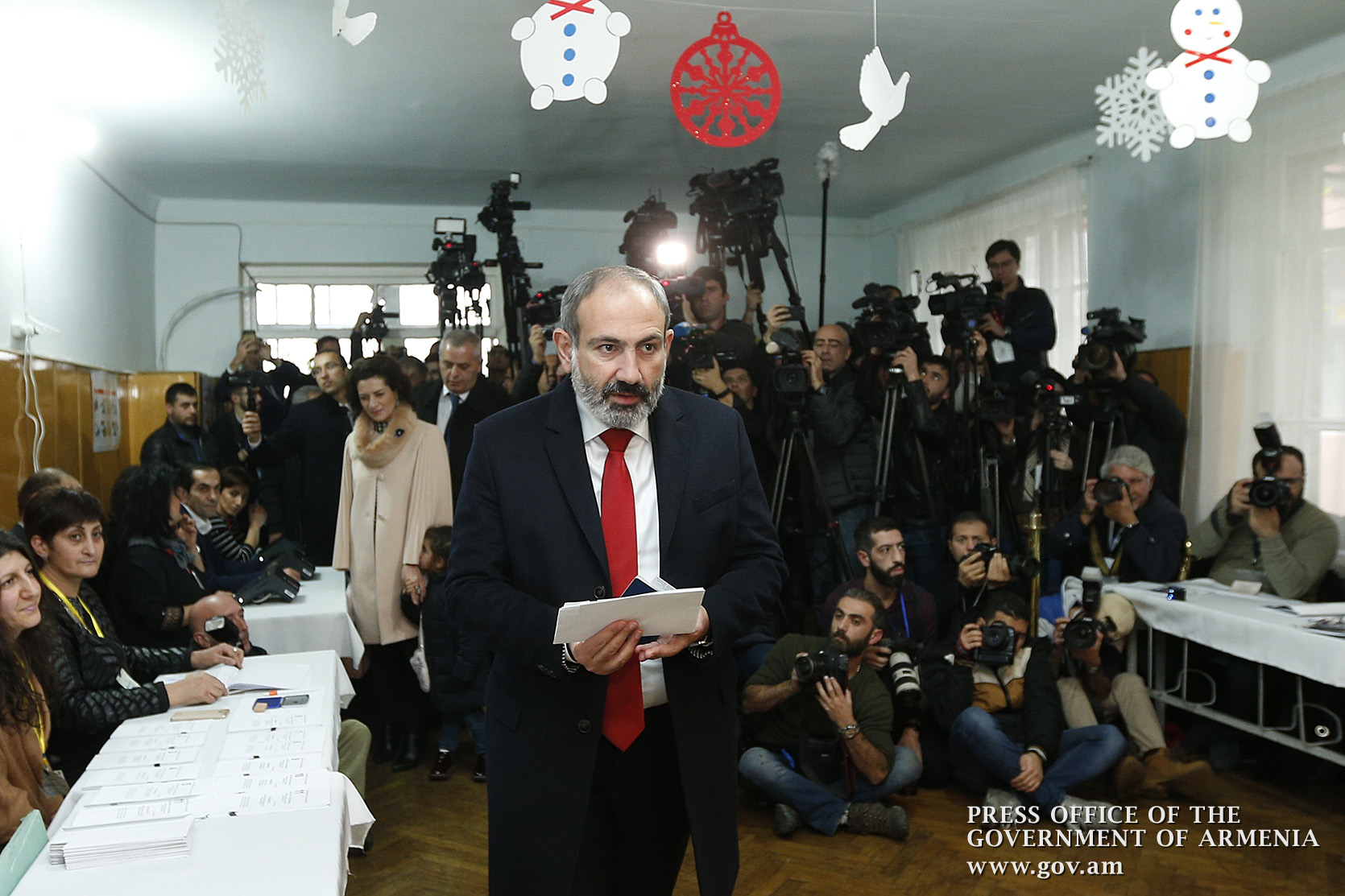 Pashinyan casting his vote