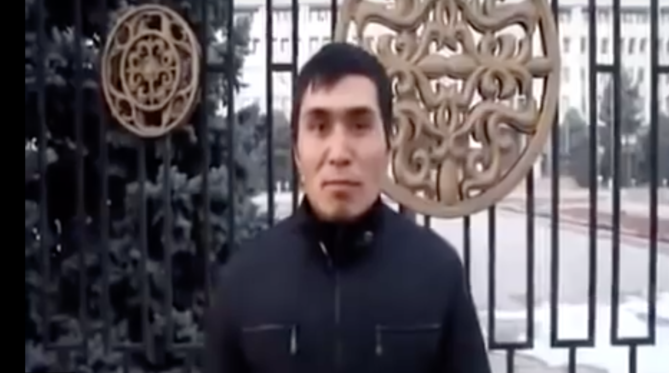 Zakiryayev hawking outside the gates of the White House before spitting. (Photo: YouTube)