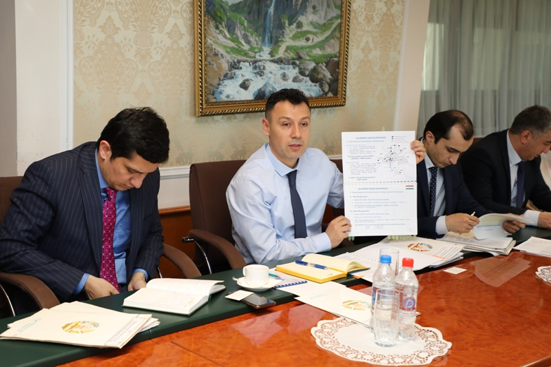 Please sir, I want some more: National Bank deputy chief Jamoliddin Nuraliyev gives Roghun presentation to World Bank officials. (Photo: National Bank of Tajikistan)