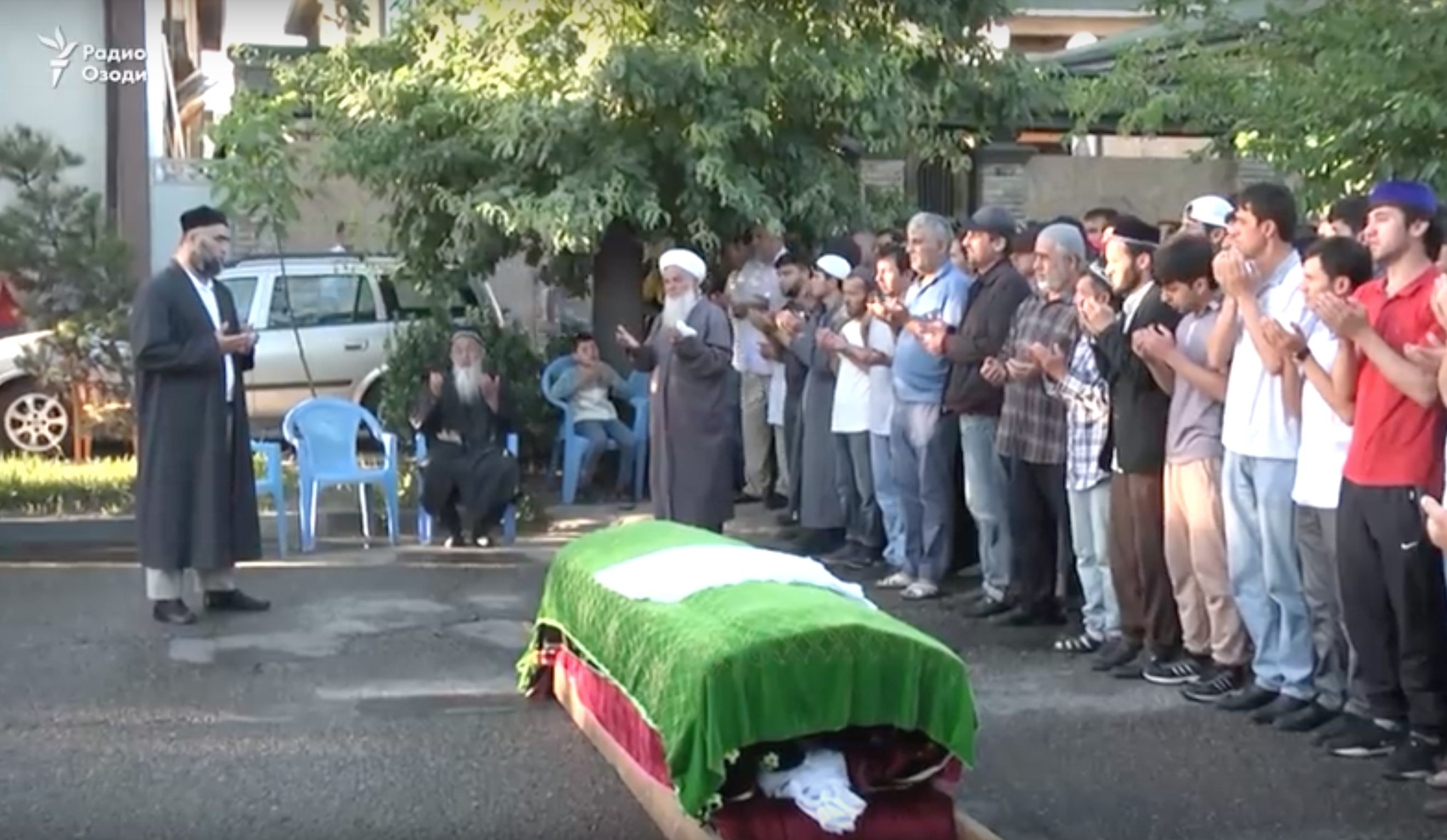Screenshot from a news report by Radio Ozodi about the funeral of Abduusattor Karimov. (Photo: Radio Ozodi)
