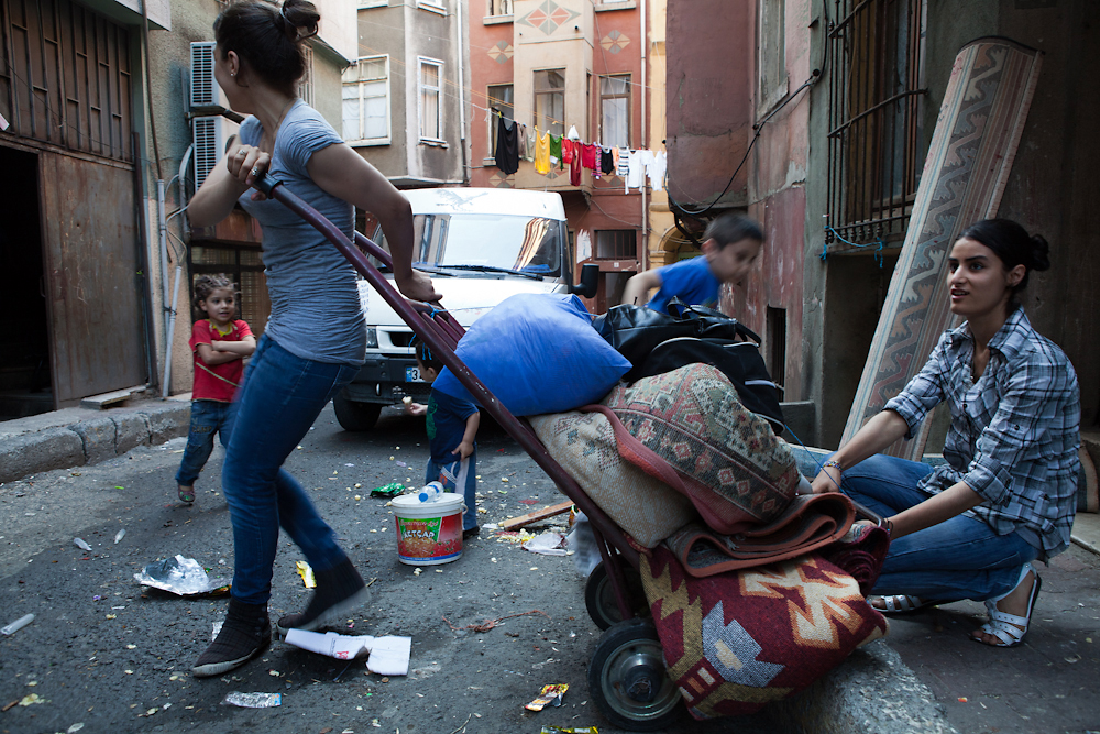 Residents move their possessions out of their Tarlabasi apartment.
