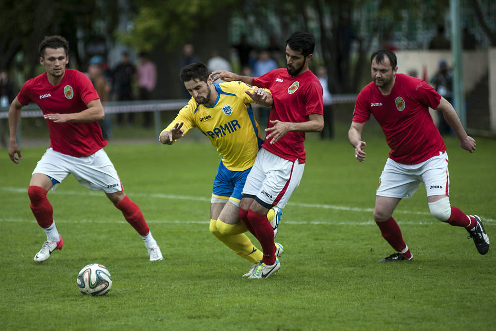 A player with the Roof of the World team shakes off three players with Alamut during the final of the tournament in Moscow.