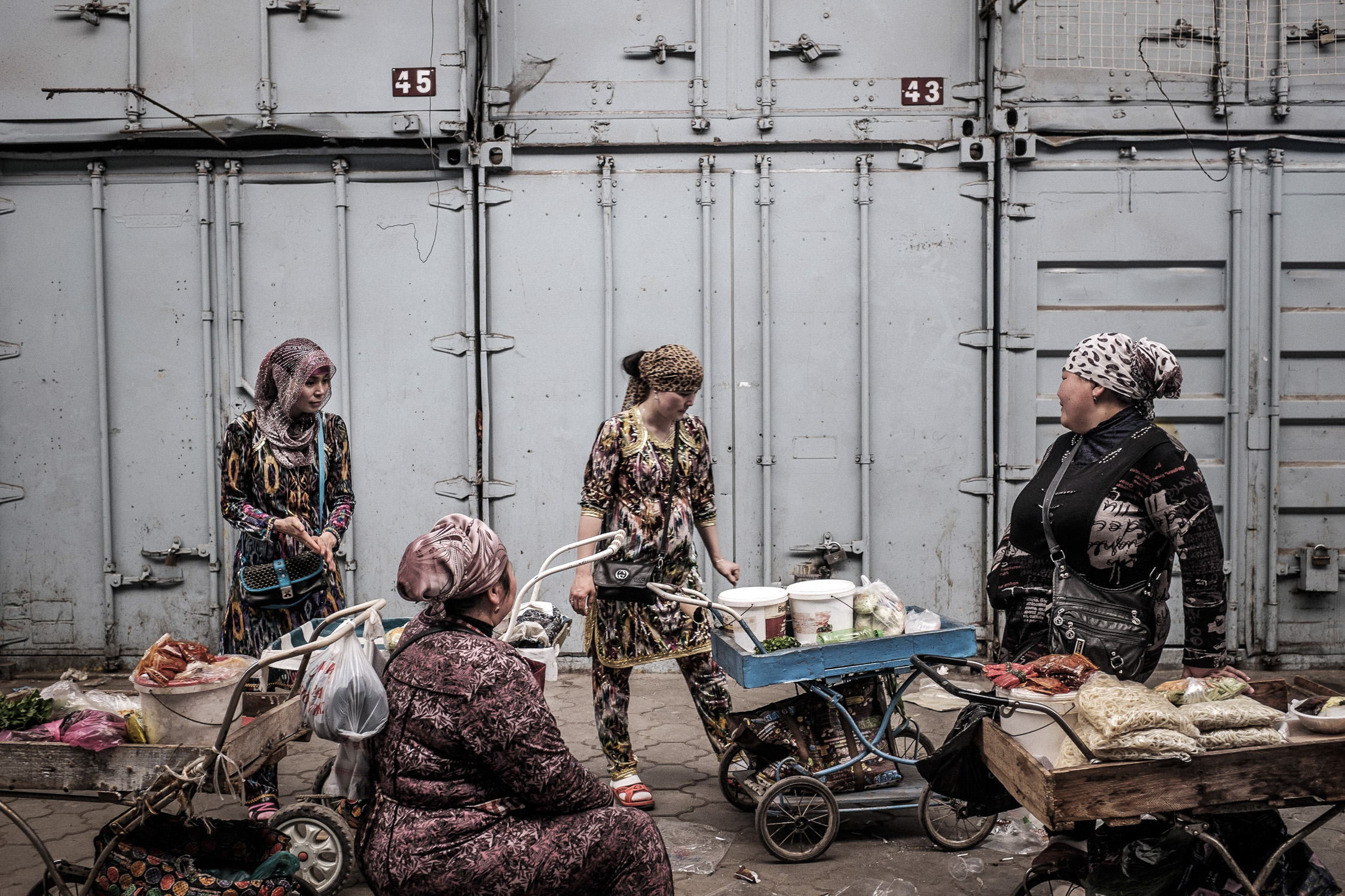 Dungan women sell local fast food, mostly lagman, manty and ashlan foo in Dordoi's main alley in Bishkek. (Photo: Tamas Paczai)