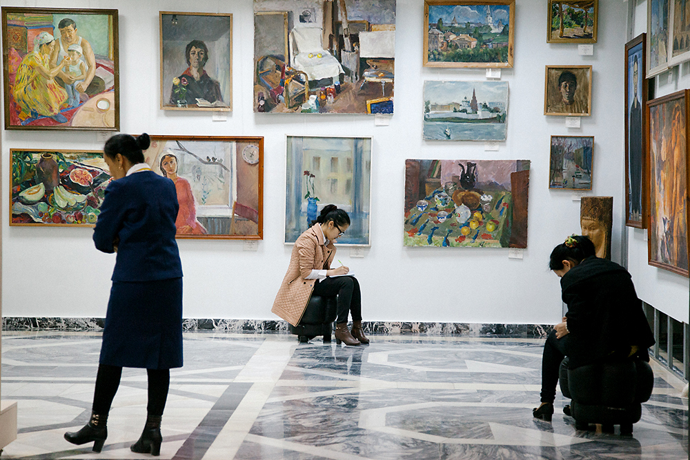 Visitors take notes at the Karalpak State Art Museum, which houses Russian avant-garde paintings. (Photo: Timur Karpov)