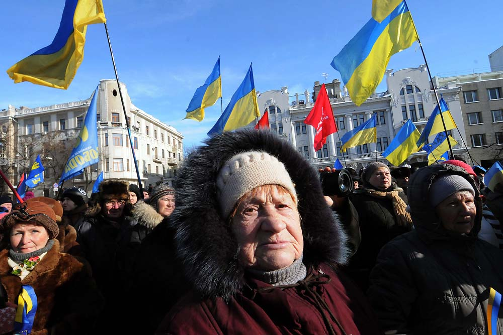 Ukrainian government opposition protestors gather in central Kharkiv in support of the protests in Kyiv. (Jonathan Alpeyrie)