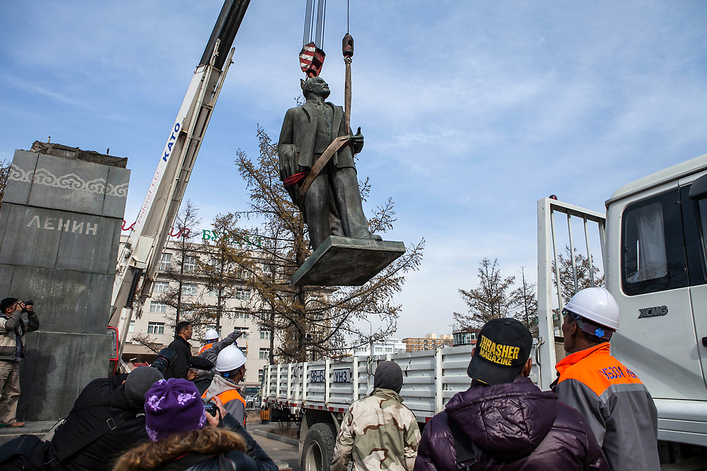 Lenin's statue is lowered into a truck from the plinth where it stood since 1954 in Ulaanbaatar. (Pearly Jacob)