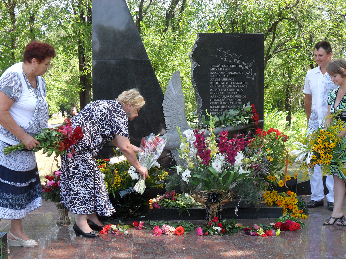 the monument to the dead in Kurilovka Ukraine, August 2011