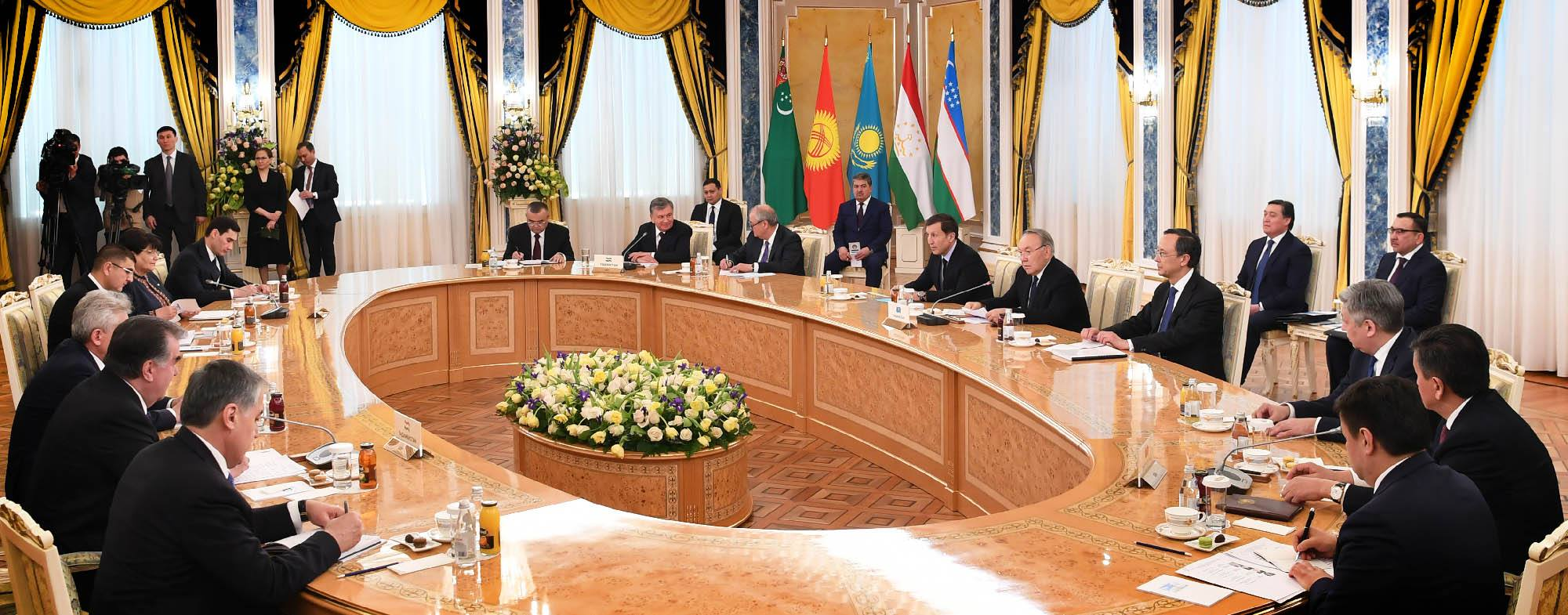 Central Asian heads of state confer during the March 15, 2018 working meeting.