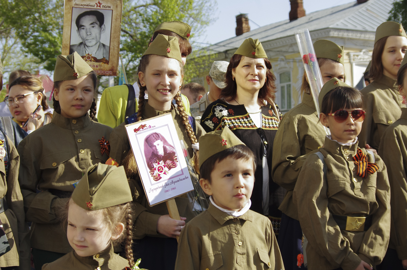 Marchers at the Immortal Regiment march in Oral (Uralsk), Kazakhstan on May 9, 2018