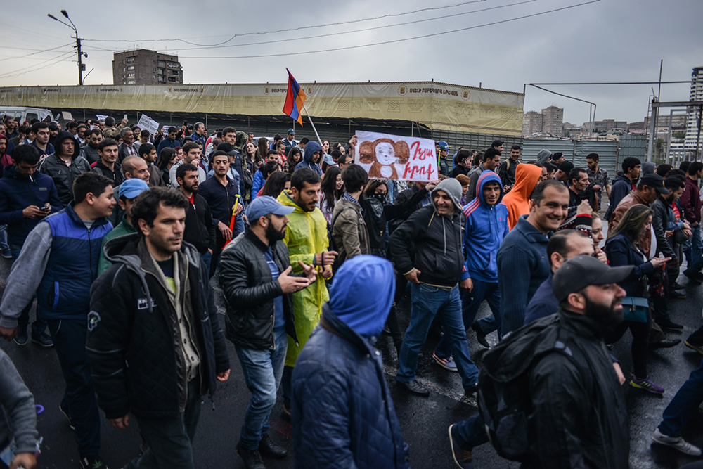 Starting early on April 20, demonstrators and students began closing the streets of Yerevan. (Piruza Khalapyan/4Plus)