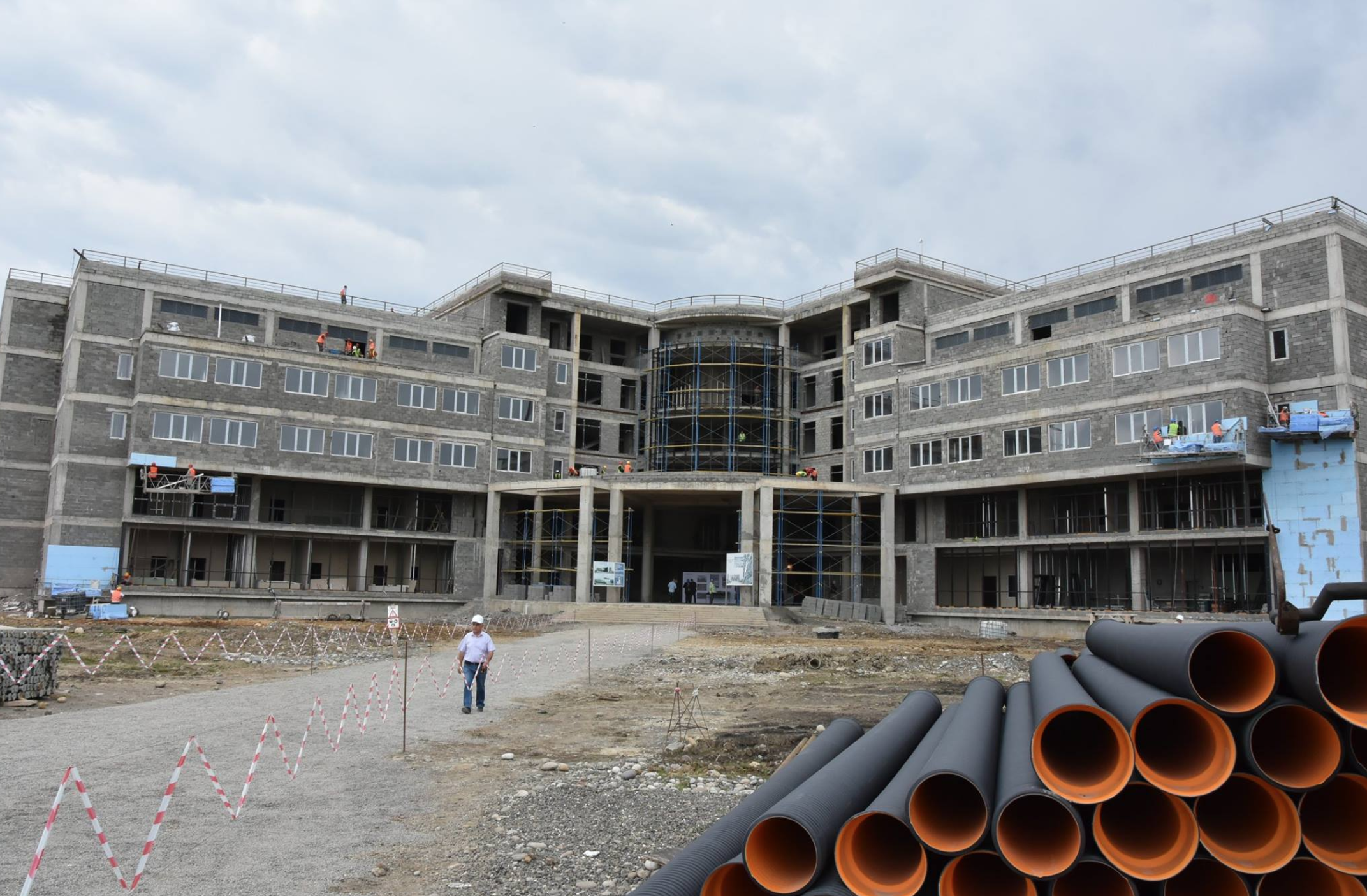 Construction on the hospital in Rukhi