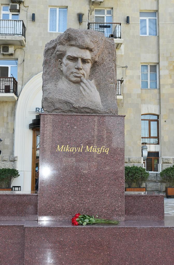 Mikayil Mushfig monument