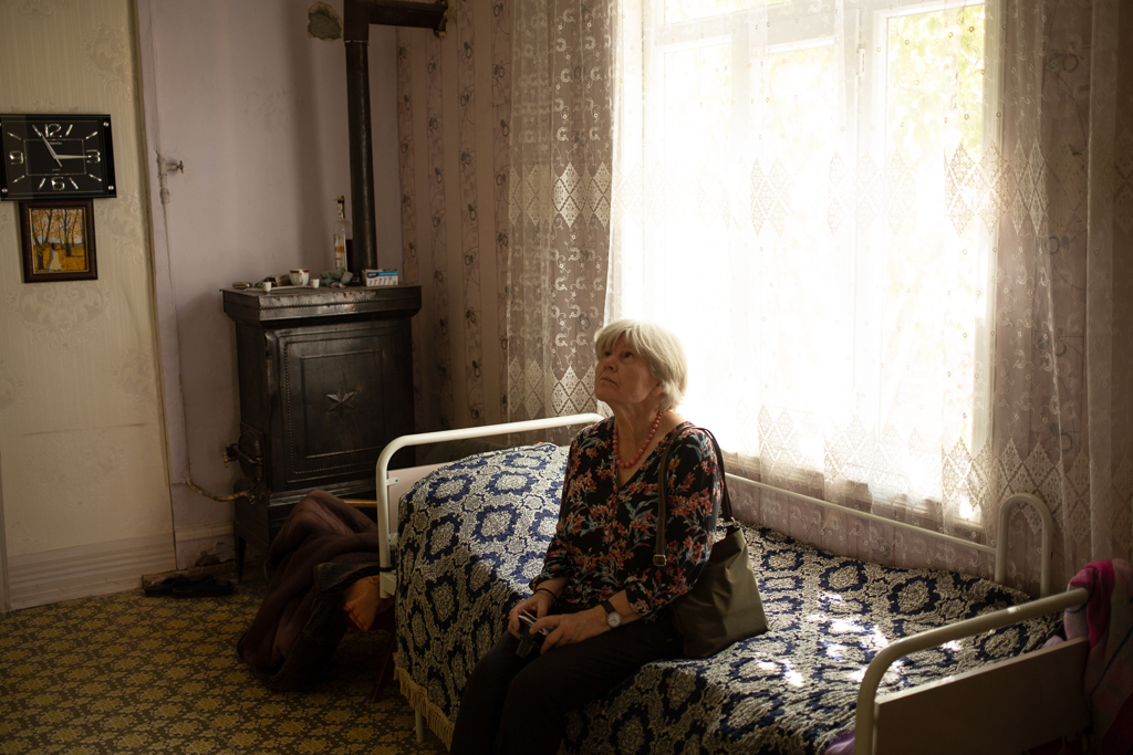 A descendant of Germans from Helenendorf revisits her father's old home in Goygol.