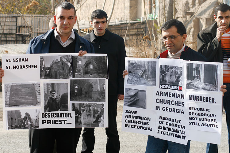 protest in support of Armenian Norashen church in Tbilisi