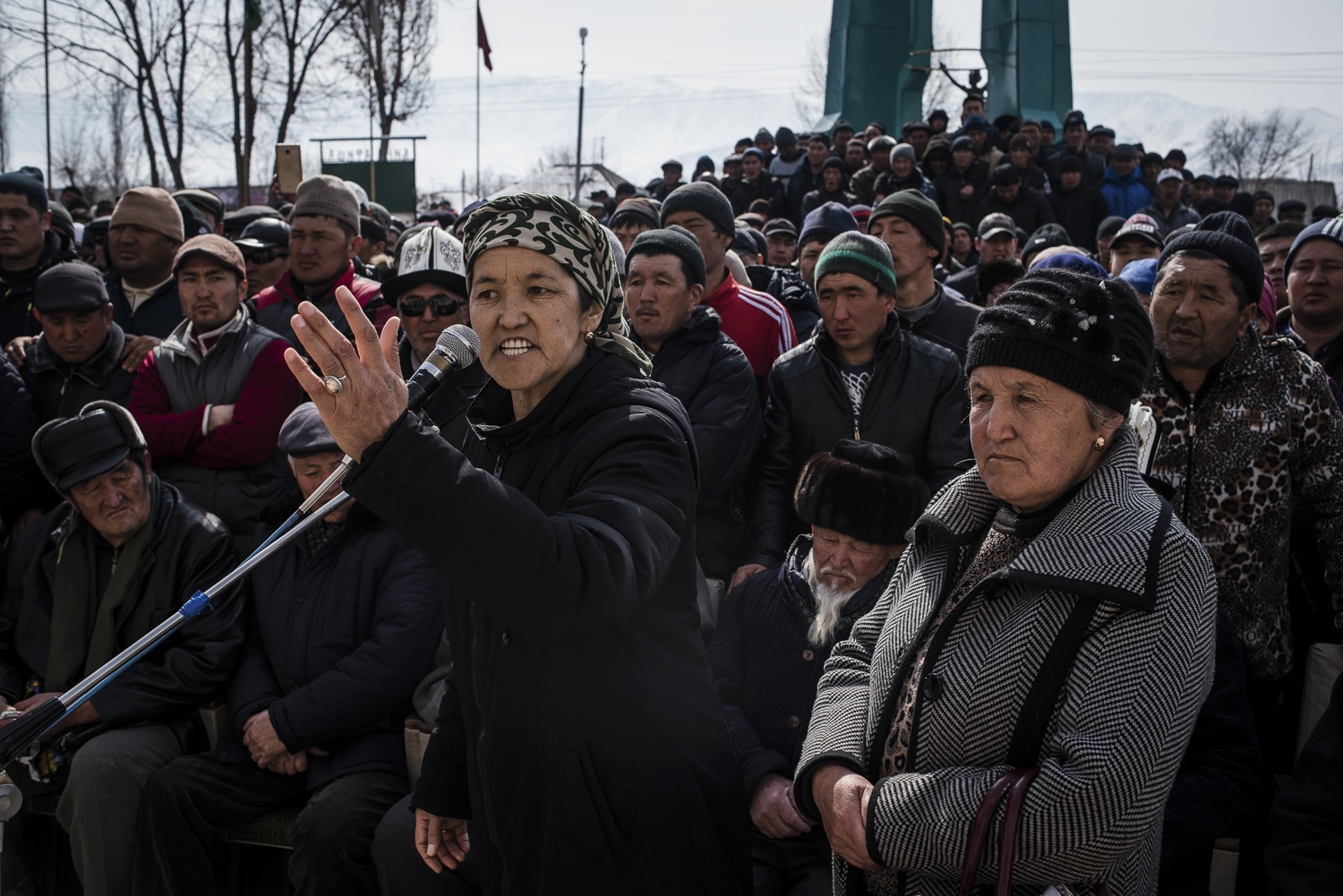Residents of the Kyrgyz village Kazarman during a public hearing