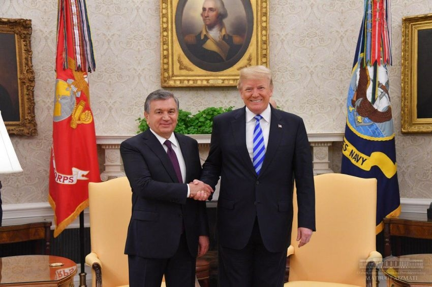 Uzbek President Shavkat Mirziyoyev meets with US President Donald Trump in the White House. (Photo: Uzbek presidential website)