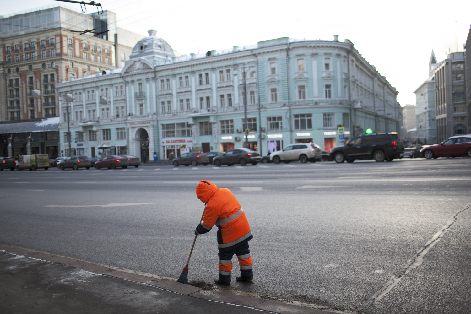 A labor migrant sweeps Tverskaya Street in Moscow. (Photo: David Trilling)