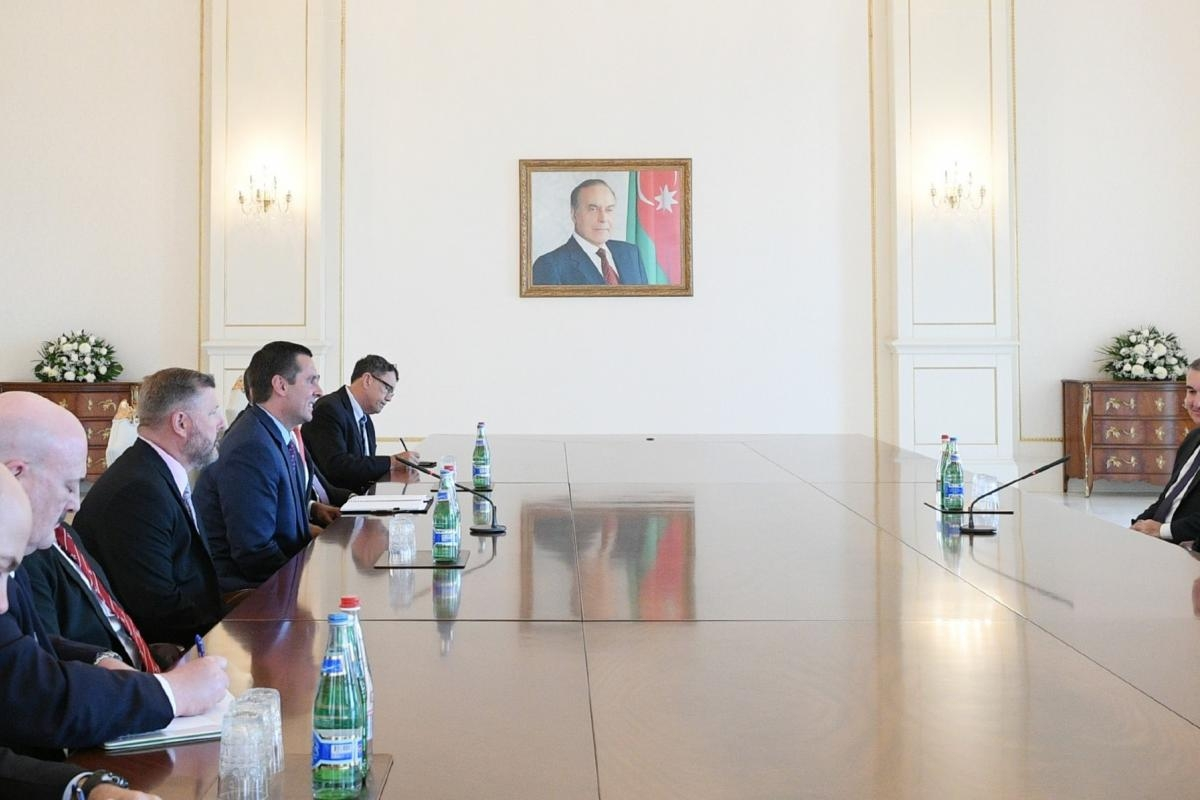 U.S. Representative Devin Nunes and other members of his delegation meet with Azerbaijan President Ilham Aliyev. (photo: president.az)