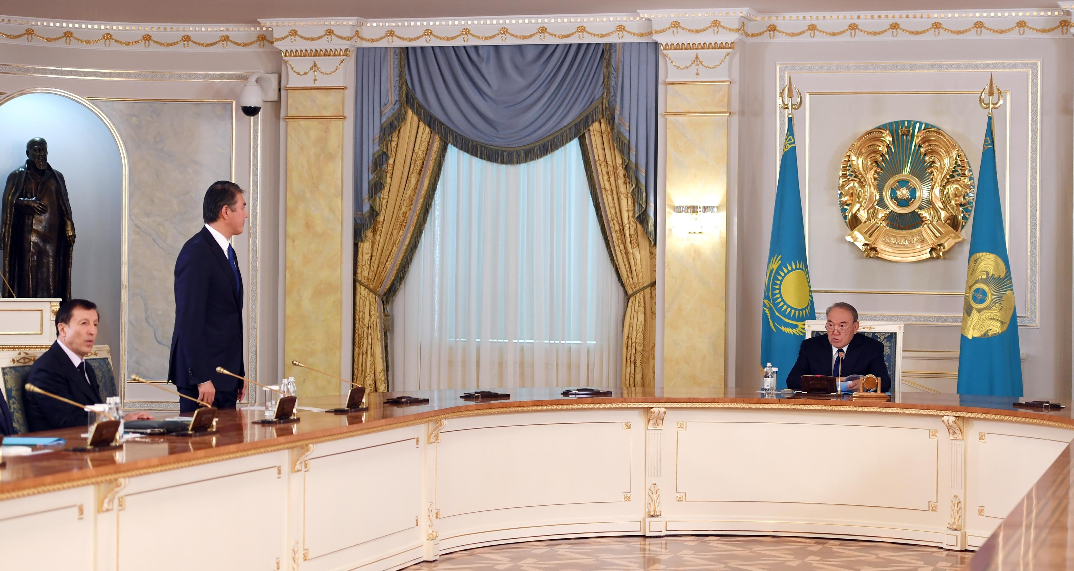 President Nursultan Nazarbayev, right, addressing Aset Isekeshev on September 11. Adilbek Dzhaksybekov is seen here seated on the far left. (Photo: Akorda presidential administration website)