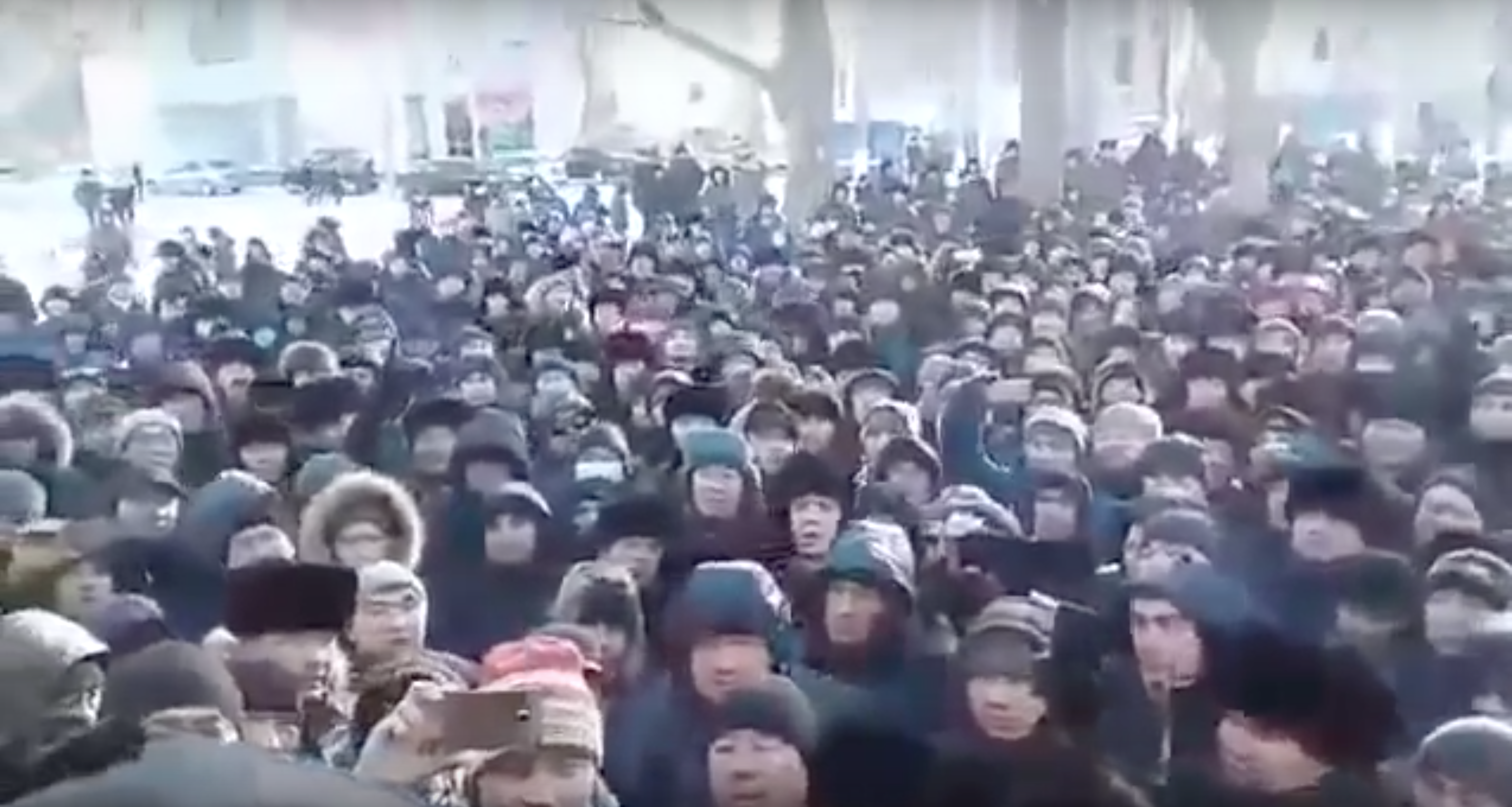 Amateur footage showing a crowd of demonstrators outside a police station in Karaganda. (Photo: Screengrab from ProjectKazakhEli YouTube account)