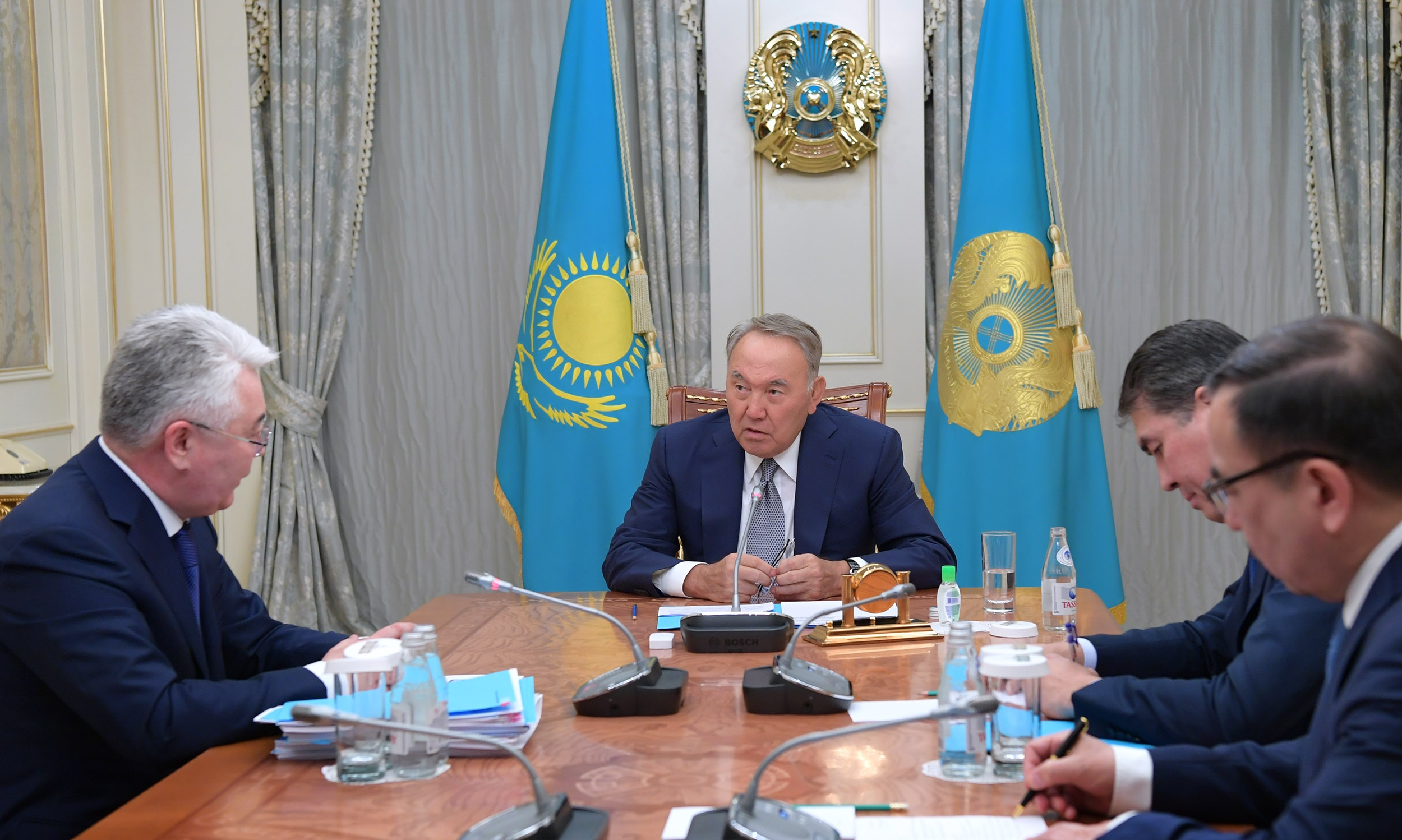 Nazarbayev speaking to officials on January 9 about the evacuation of 47 Kazakhstani citizens from Syria. (Photo: Akorda website)