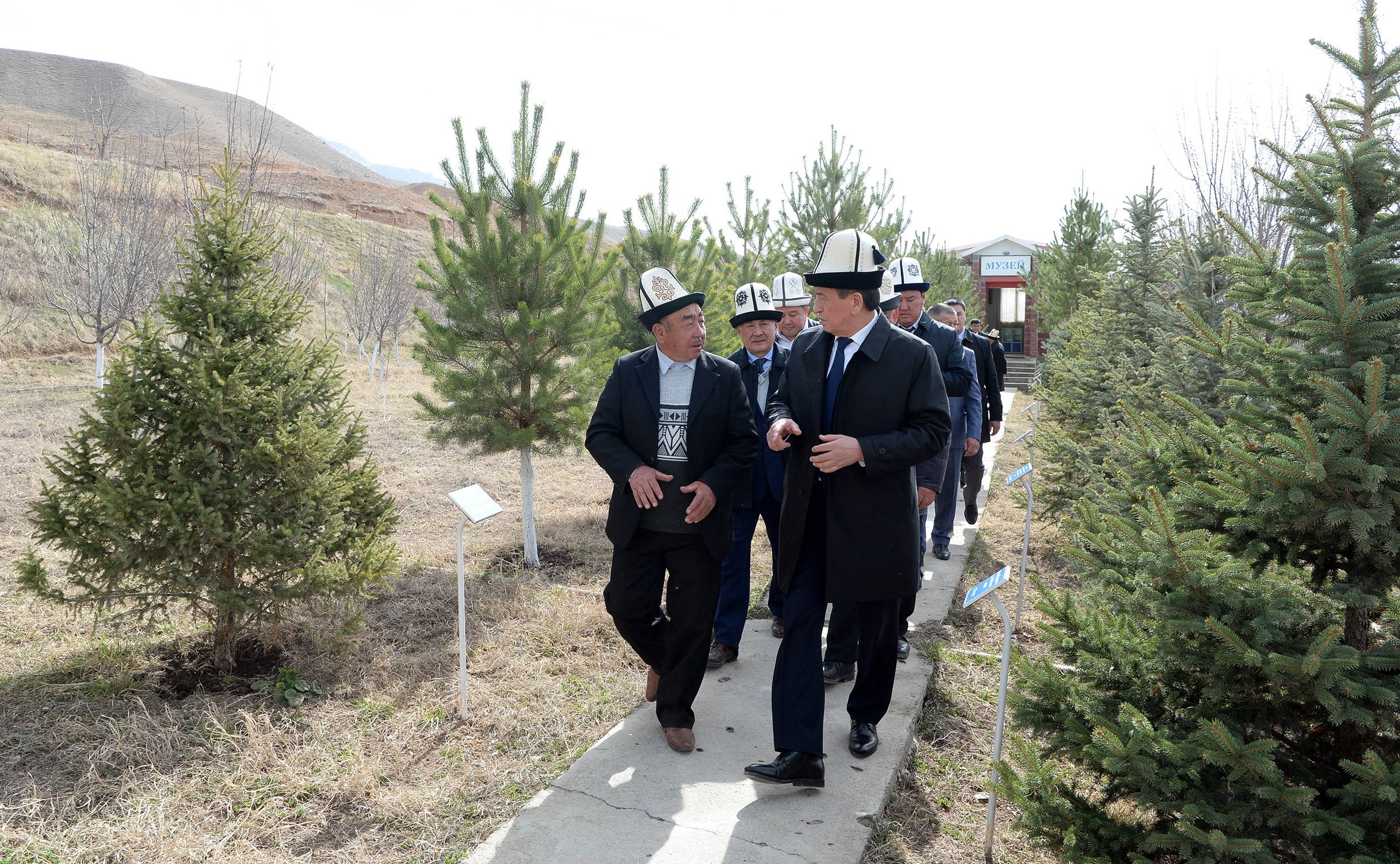 Jeenbekov on a walkabout during the Aksy commemoration event. (Photo: Presidential administration website)
