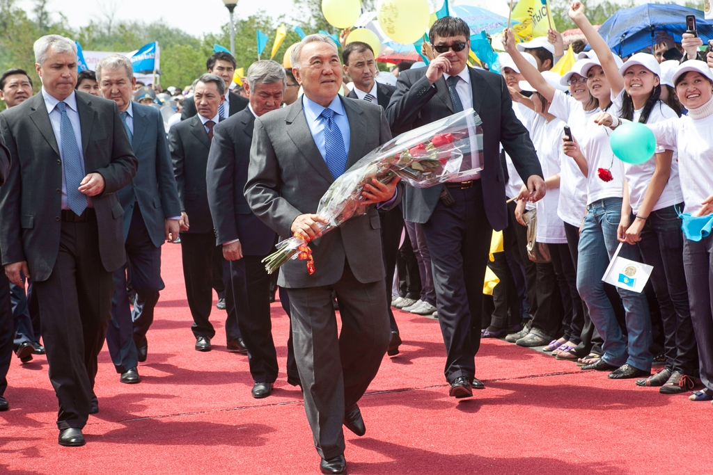 Nazarbayev and flowers