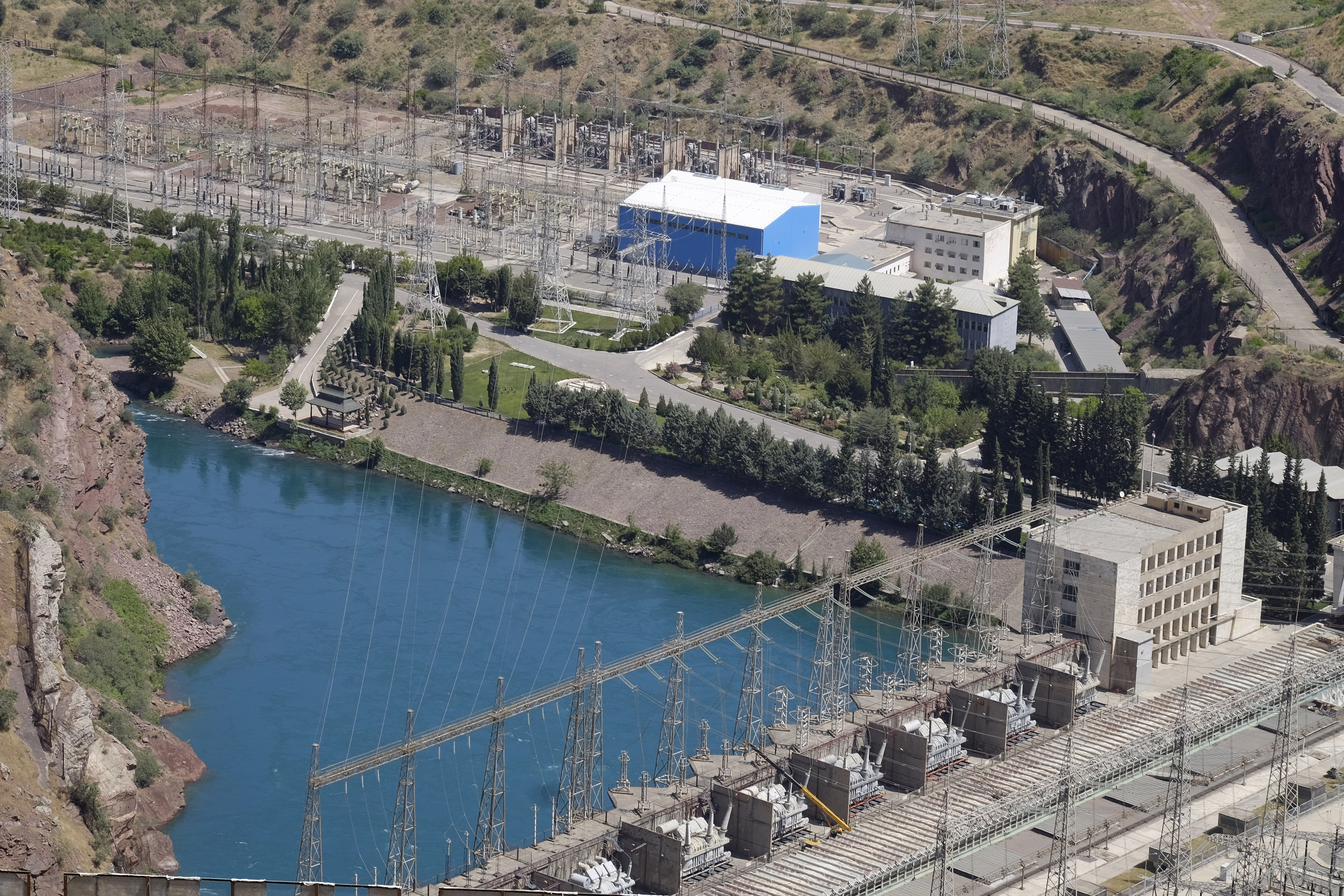 An aerial view of the Nurek hydropower plant seen in the summer of 2018. (Photo: Eurasianet)