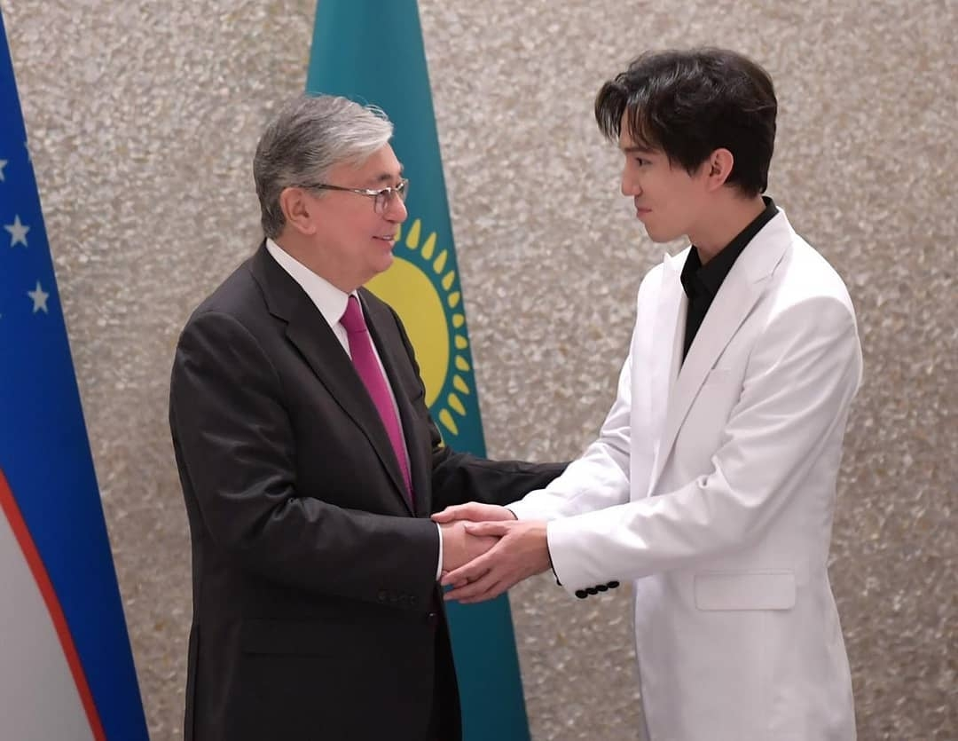 A photo posted on Instagram of President Tokayev meeting with famous youth and singer Dimash Kudaibergen. (Photo: Tokayev Instagram account)