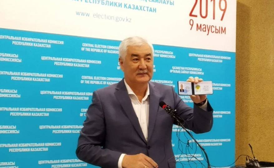Kosanov with his registration card (Facebook)