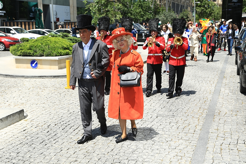 "Baku put on a parade of ""famous English heroes"" ahead of the match (photo: UEFA)"