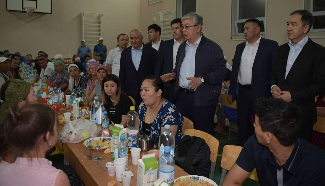 Tokayev speaking to evacuees following a blast an ammunition storage facility in southern Kazakhstan. (Photo: Kazakhstan presidential administration)