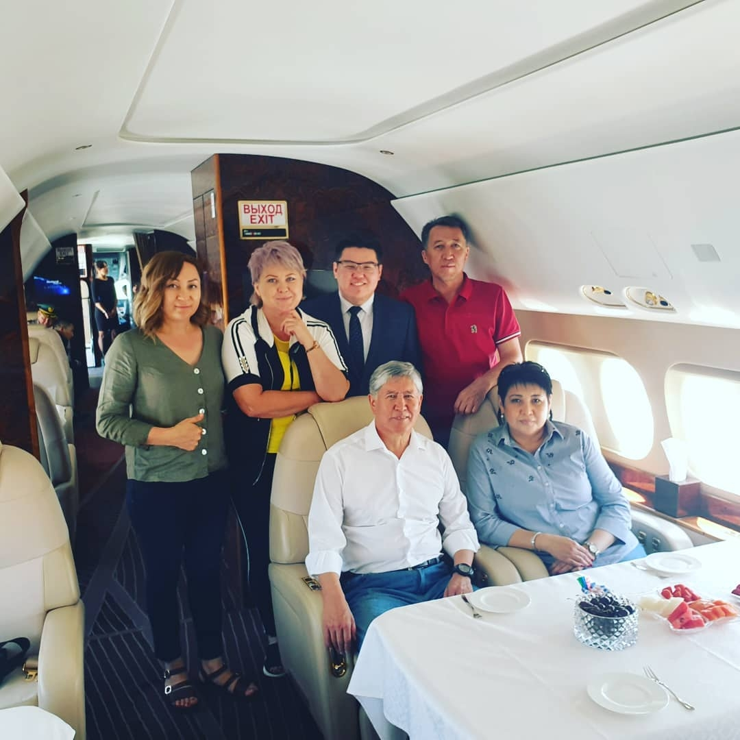 Atambayev, bottom left, posing for a photo with his closest advisors onboard a Sukhoi Superjet 100. (Photo: Kunduz Djoldubayeva Facebook account)