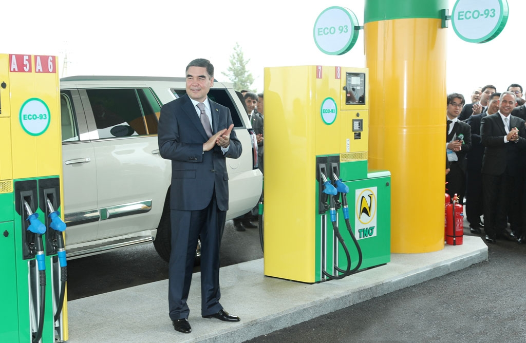 Fill 'er up: President Gurbanguly Berdymukhamedov at a gas station selling Eco-93 gas. (Photo: Turkmenistan state news agency)