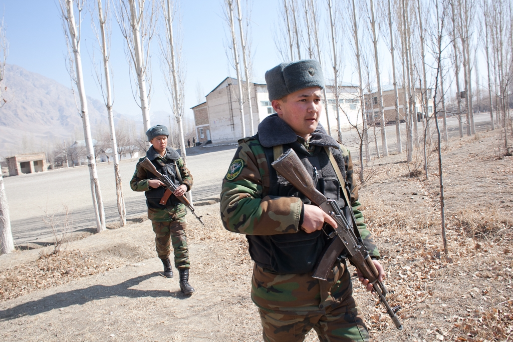 Kyrgyz soldiers patrol the perimeter of Tajikistan's Vorukh enclave. (file photo: David Trilling)