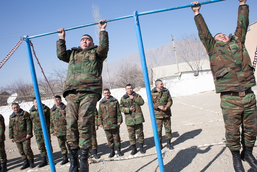 Kyrgyz conscripts train at the Kapchagay border post in Ak-Sai.