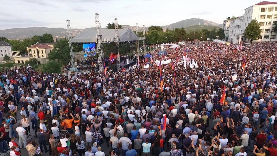 Pashinyan calls for unification between Armenia and Karabakh