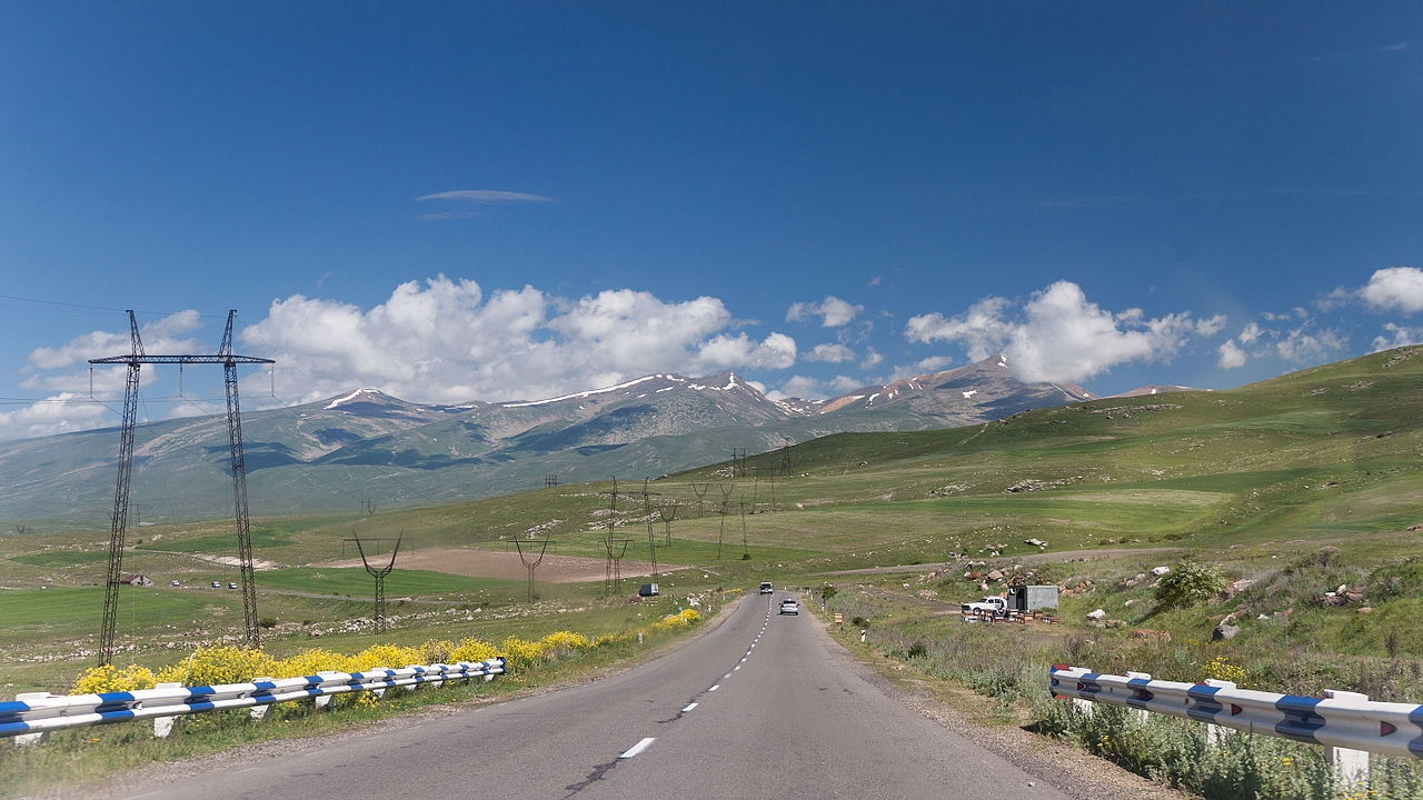 The road from Iran (Marcin Konsek / Wikimedia Commons)