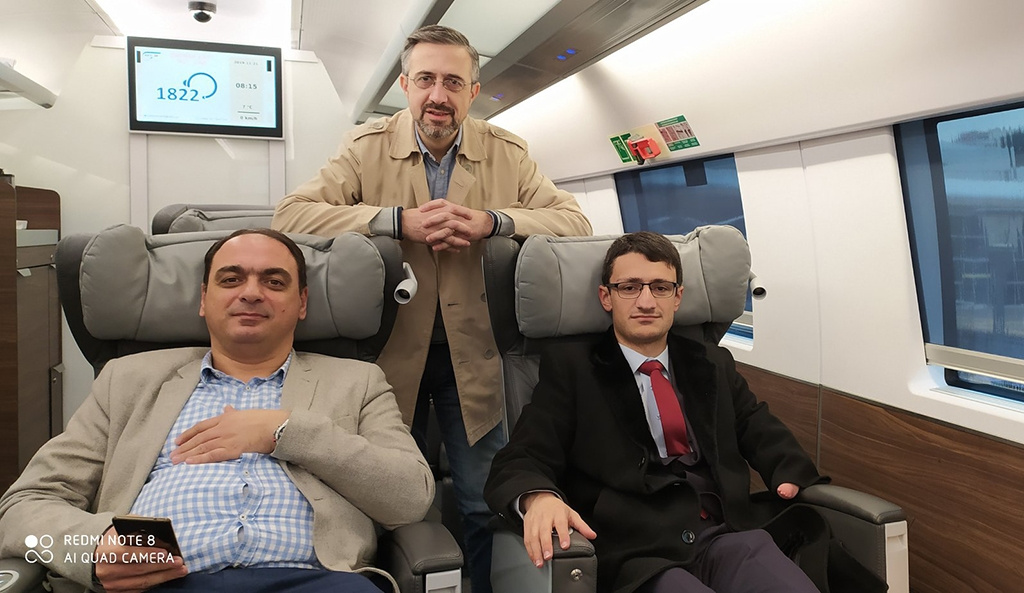 Artem Yerkanyan, Davit Alaverdyan and Edgar Elbakaen leaving Baku by train.