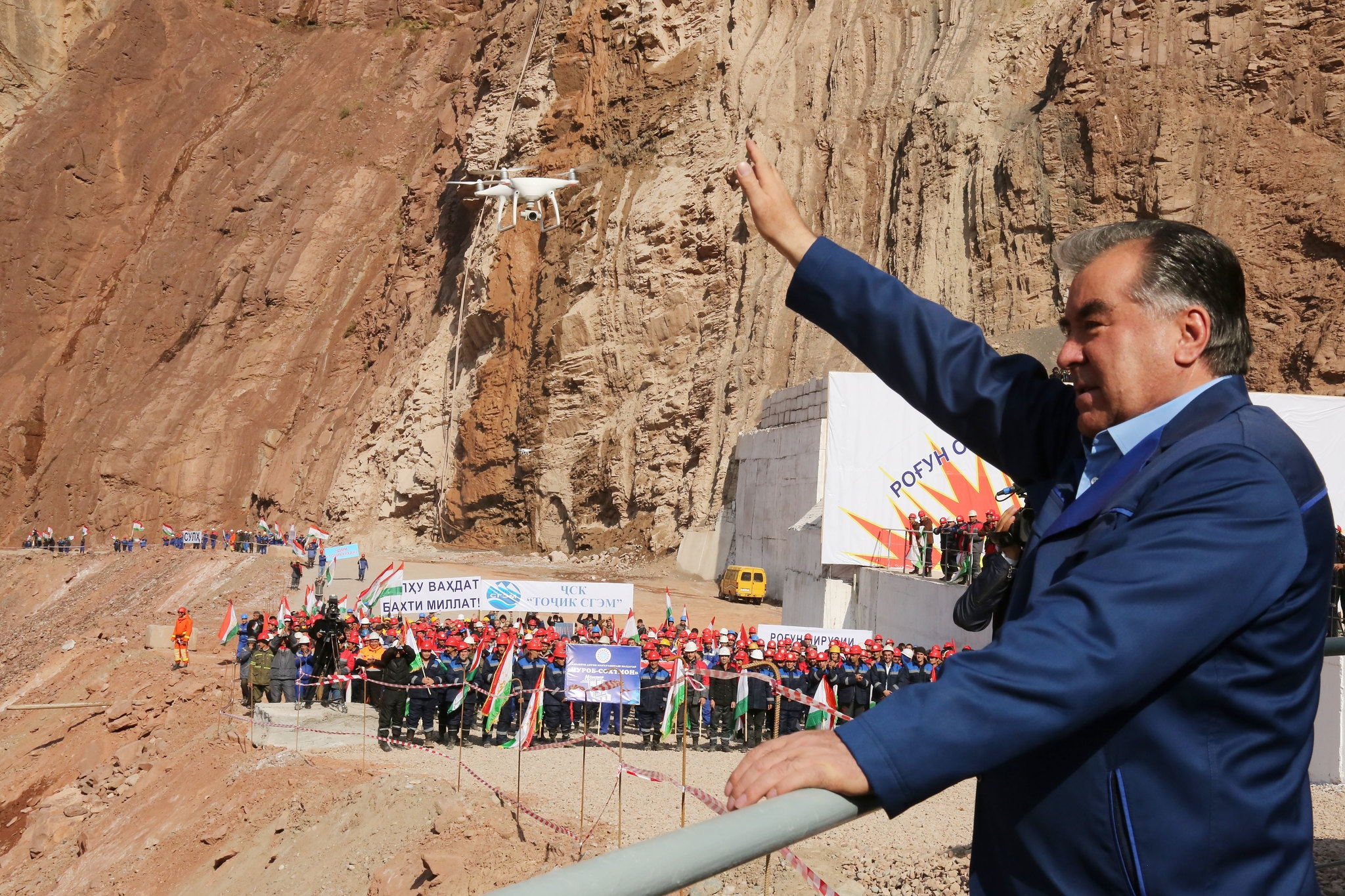 A dam good price: President Emomali Rahmon visiting the Roghun construction site in October 2016. (Photo: Presidential administration)