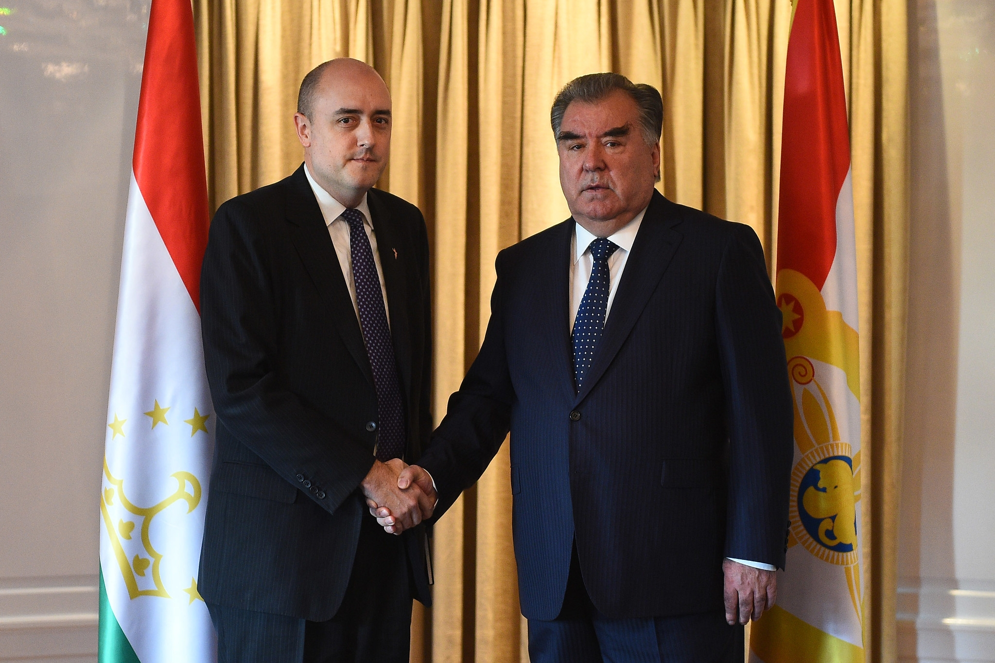 RFE/RL President Jamie Fly meeting Tajik President Emomali Rahmon in November. (Photo: Tajik presidential administration)
