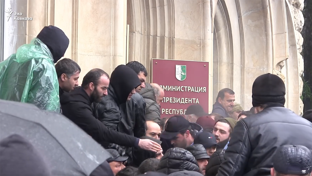 Screenshot of protesters breaking in to the de facto Abkhazian presidential administration building on January 9.