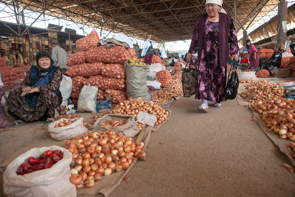 Immeasurable: The Kara-Suu market in southern Kyrgyzstan (photo: David Trilling)