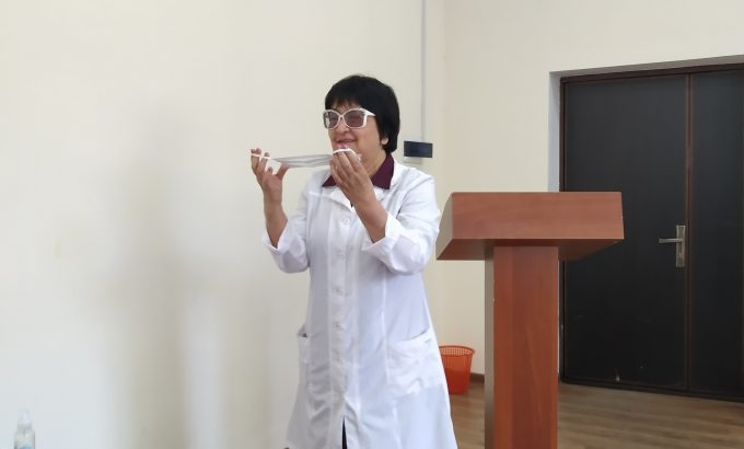 An instructor teaching medical students of the Tajik National University about precautions to be adopted during a possible COVID-19 outbreak. (Photo: Health Ministry)