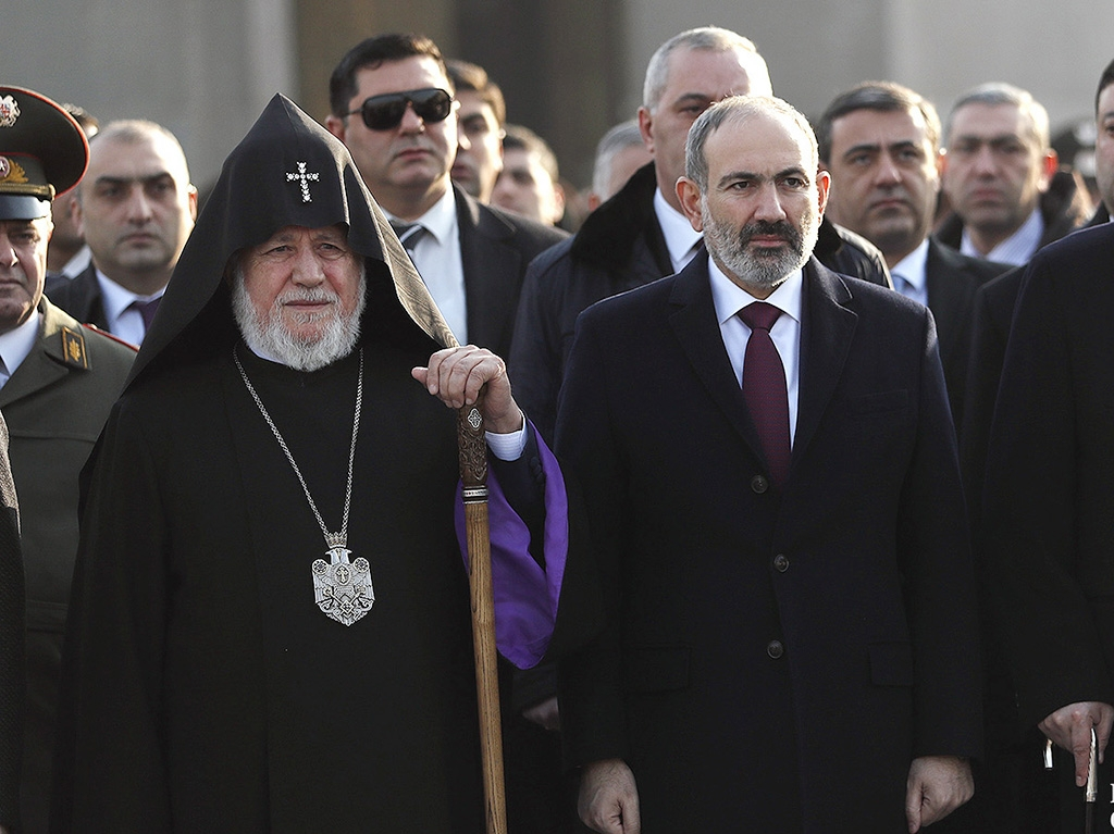 Karekin II and Pashinyan together on Army Day in January (primeminister.am)